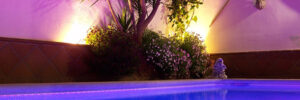 Piscina iluminada con LED RGB