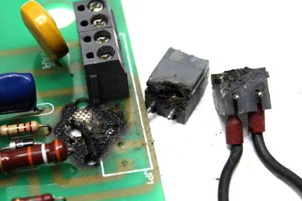 Reparación de una placa electrónica quemada