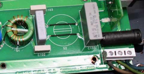 Filtro EMC en la entrada de corriente de un circuito impreso